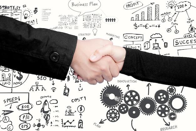 Udana koncepcja biznesowa z biznesplanem i drżeniem dłoni biznesmena