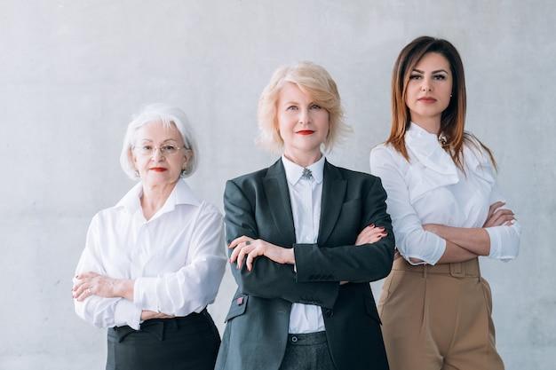 Udane kobiety biznesu. silna firma kobieca