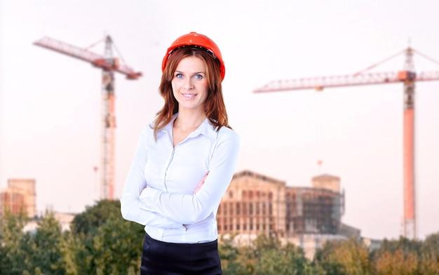 Udany biznes kobieta szuka pewności siebie i uśmiechnięty