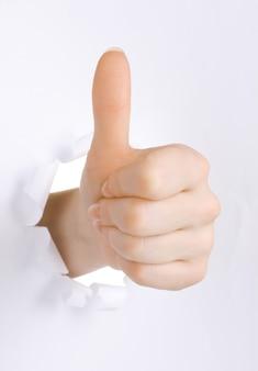 Uderzyć znak ręką na białym tle