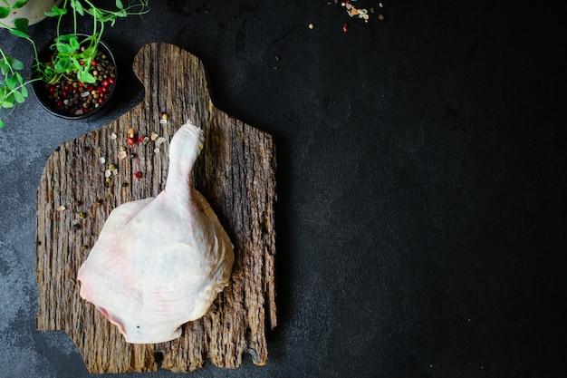 Udko z kaczki confit surowego mięsa
