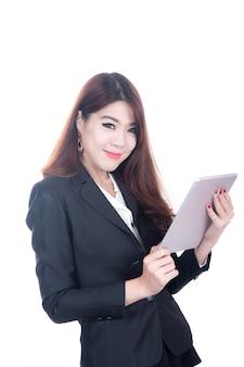 Ufna, uśmiechnięta mądrze biznesowa kobieta, pojęcie używać komputerową pastylkę