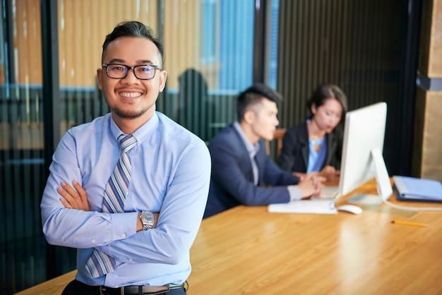 Ufny azjatycki biznesmen portret