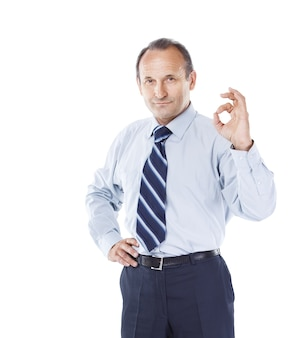 Ufny biznesmen gestykuluje znak sukcesu.