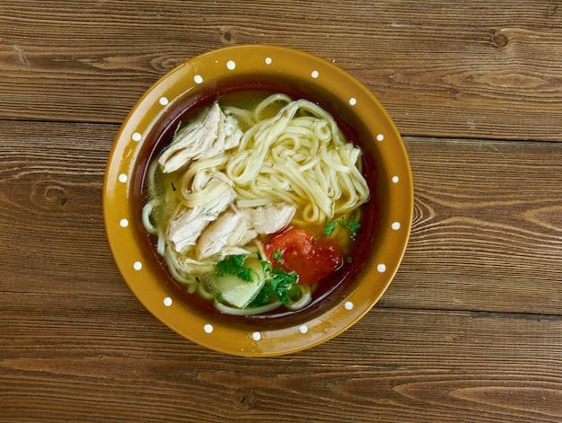 Ugra-osh – uzbecka zupa z makaronem drobiowym