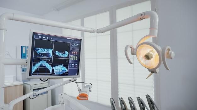 Ujawniający ujęcie pustego gabinetu ortodontycznego