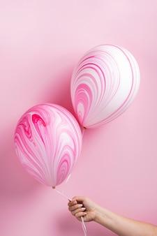 Układ abstrakcyjnych różowych balonów