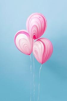 Układ abstrakcyjnych świątecznych balonów