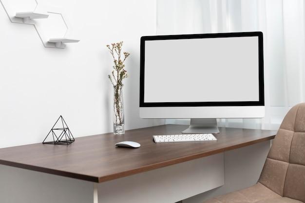Układ biurka z monitorem