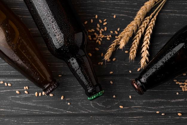 Układ Butelek Piwa Z Widokiem Z Góry Premium Zdjęcia