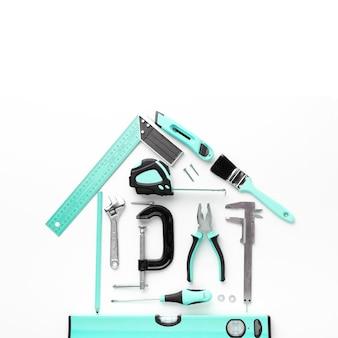 Układ domu z niebieskim narzędzia do naprawy widok z góry