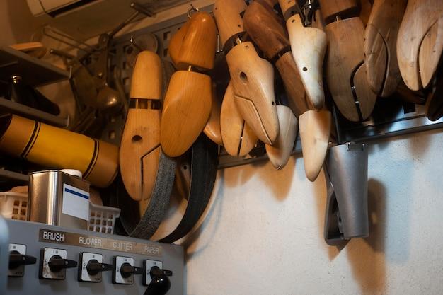 Układ drewnianych stóp