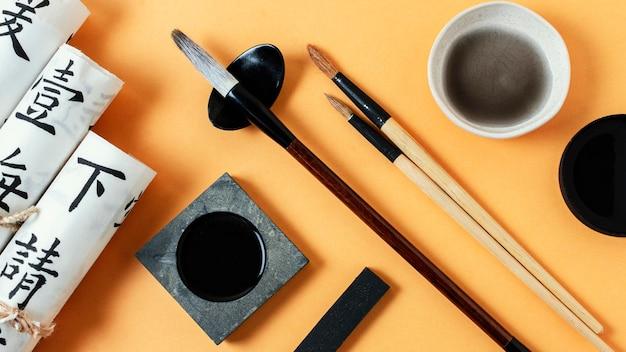 Układ elementów chińskiego atramentu z widokiem z góry