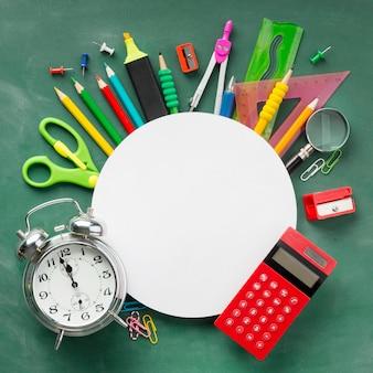 Układ elementów dnia edukacji z okrągłą kartą