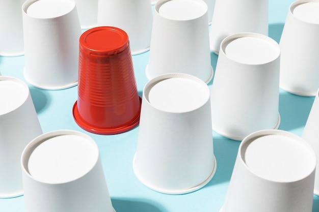 Układ filiżanek szkodliwych i przyjaznych dla środowiska