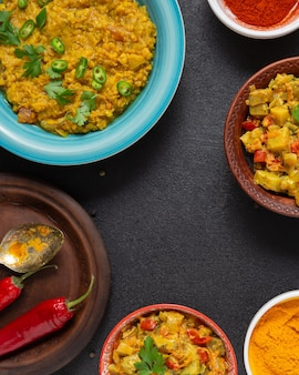 Układ indyjskiego jedzenia leżał płasko