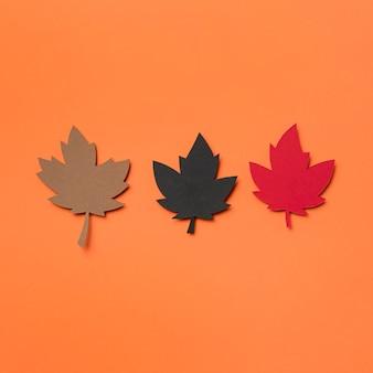 Układ jesiennych liści papieru