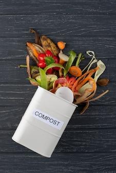 Układ kompostu ze zgniłego jedzenia