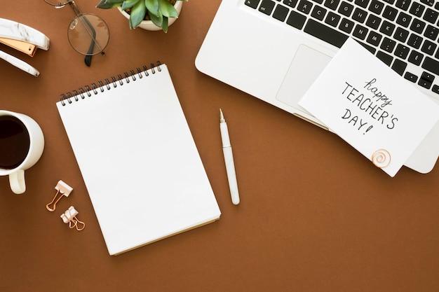 Układ laptopa i notebooka z widokiem z góry