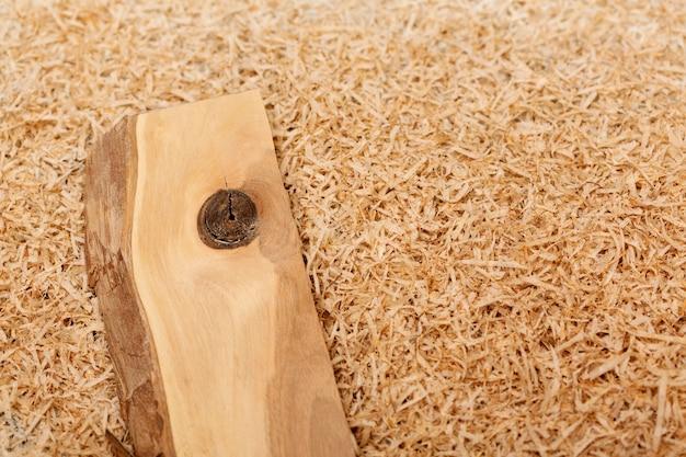 Układ małych kawałków drewna