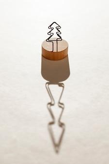Układ o dużym kącie z jodłą i jej cieniem