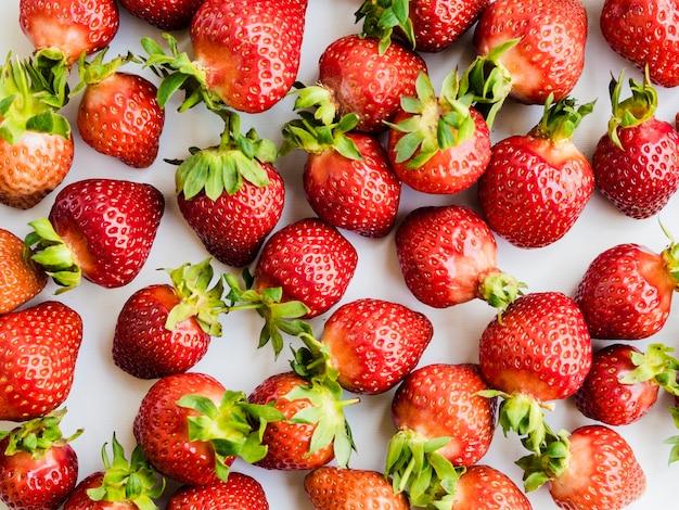 Układ owoców z truskawkami