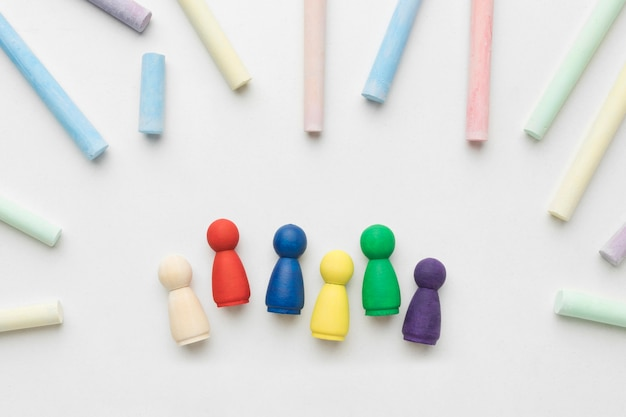 Układ pionków w różnych kolorach