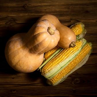 Układ płaski z kukurydzy i dyni