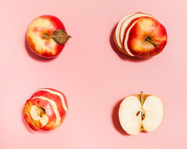 Układ płaskich czerwonych jabłek