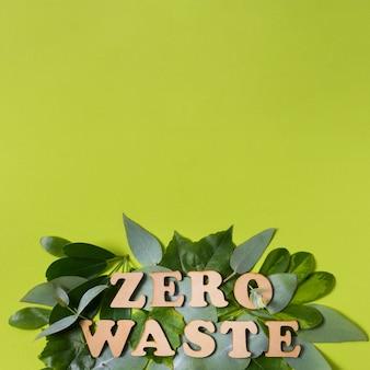Układ płasko ułożony z literą zero odpadów z miejsca kopiowania
