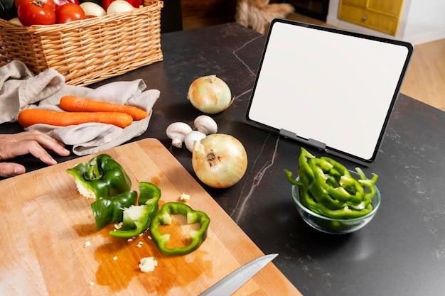 Układ pod dużym kątem z warzywami