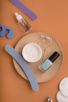 Układ produktów do pielęgnacji paznokci nad widokiem