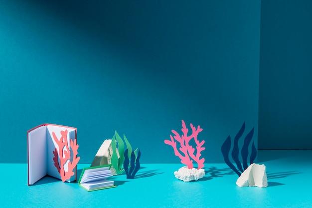 Układ przedmiotów biologicznych z elementami morskimi