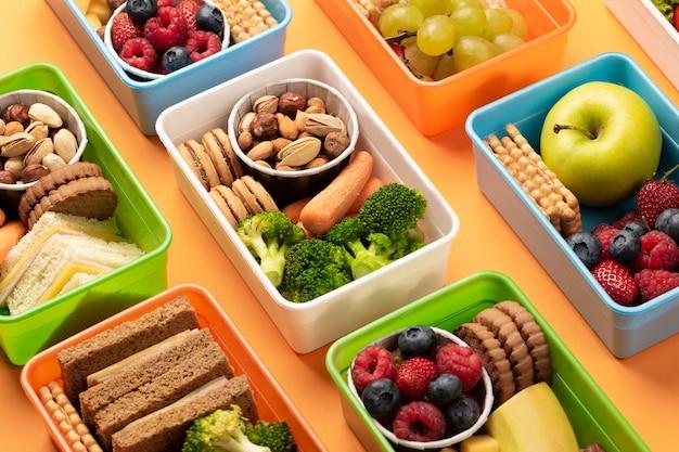 Układ pudełek na lunch pod wysokim kątem