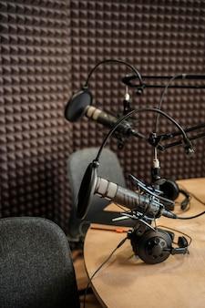 Układ radiowy z mikrofonami