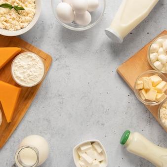 Układ ram żywności z produktami mlecznymi