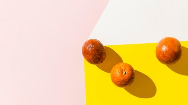 Układ ramek z owocami