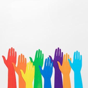 Układ różnorodności różnych kolorowych rąk papierowych z miejsca na kopię