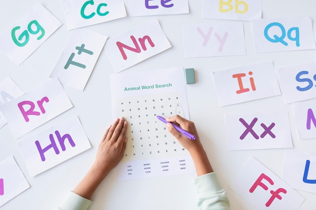 Układ różnych liter na sesje logopedyczne