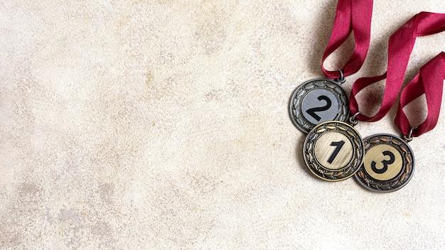 Układ różnych medali