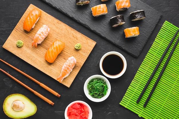 Układ sushi z widokiem z góry