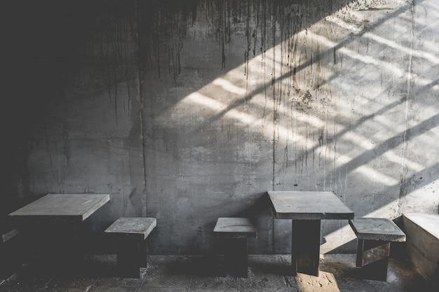 Układ w stylu loftu w ciemnych kolorach otwarta przestrzeń wnętrza różnych kaw