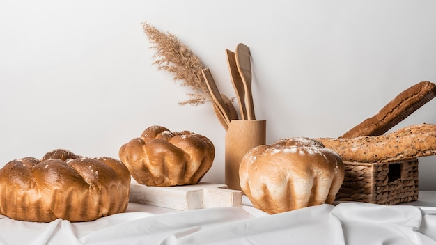 Układ widok z przodu słodkiego chleba