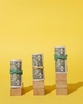 Układ z banknotami i kostkami