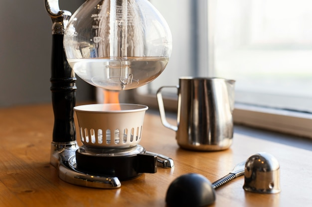 Układ z ekspresem do kawy i filiżanką