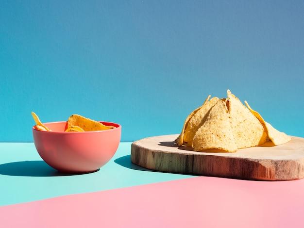 Układ z frytkami tortilli i miską