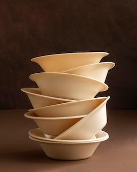 Układ z jednorazowymi talerzami