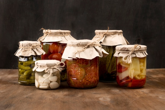 Układ z marynowanymi warzywami