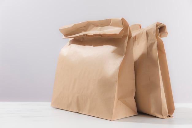Układ z papierowymi torebkami