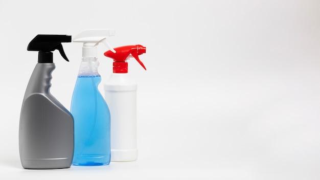 Układ z różnymi butelkami ze sprayem